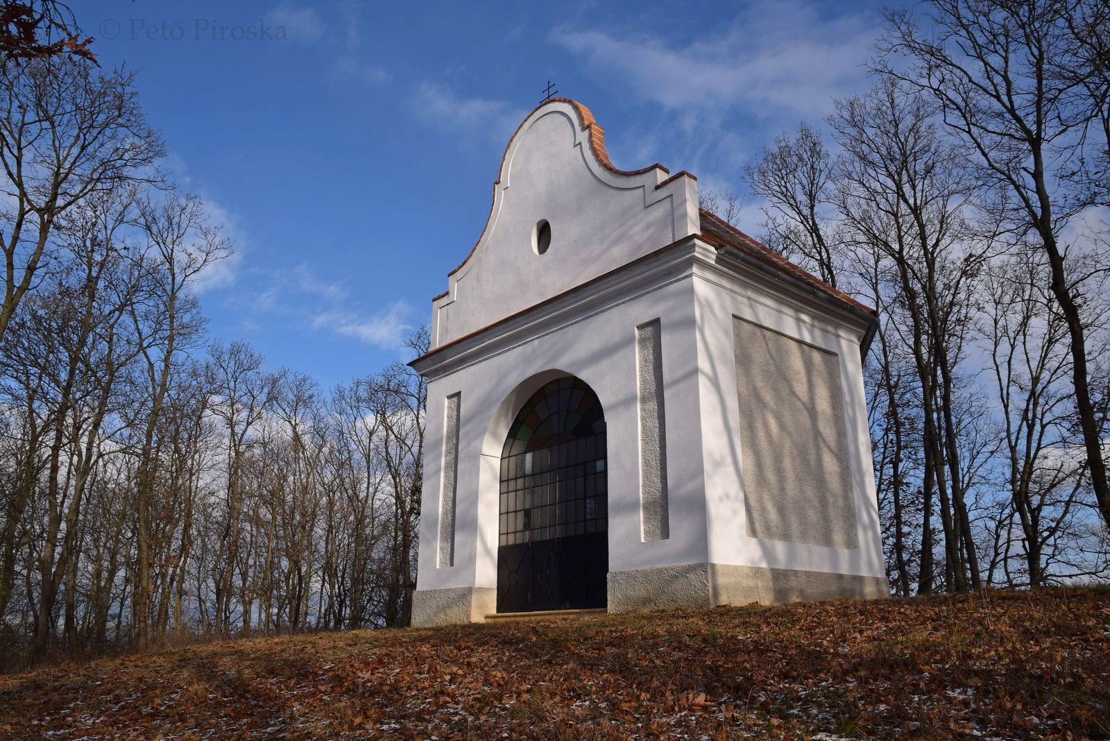 A felújított barnagi kálvária-kápolna