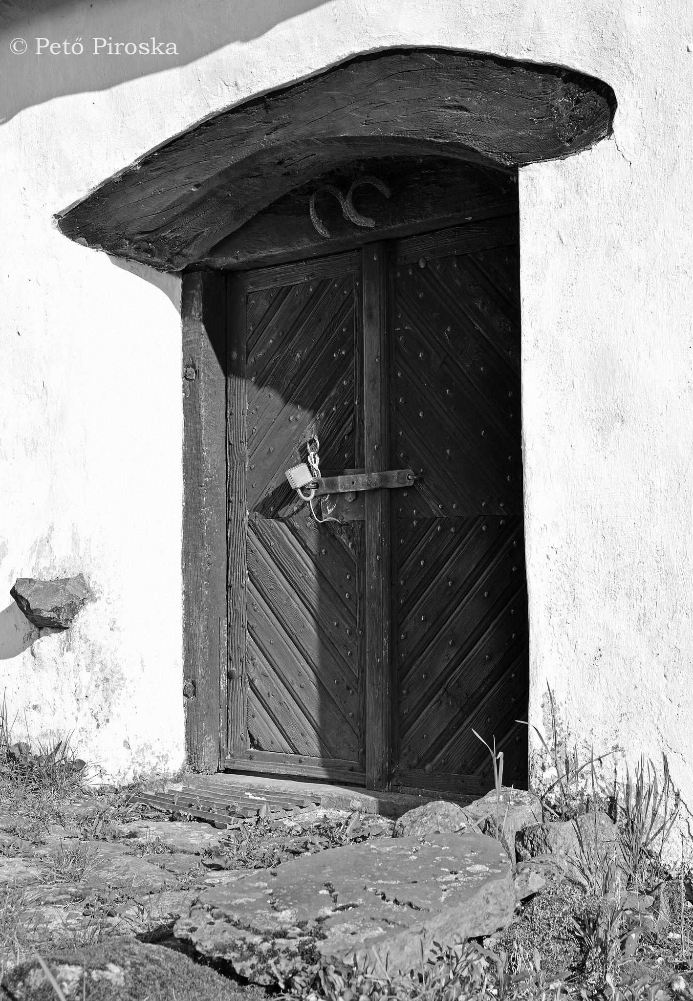 Felső szintjére csodálatos, ívelt szemöldökű ajtón juthatunk